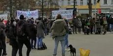 Wiener demonstrieren für Obdachlosen-Unterkunft