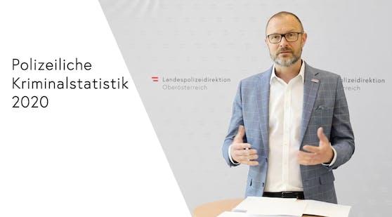 Polizeidirektor Andreas Pilsl präsentierte am Donnerstag zusammen mit LKA-Chef Gottfried Mitterlehner die OÖ Kriminalstatistik des abgelaufenen Jahres.