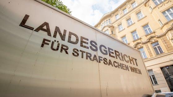 Das Wiener Landesgericht für Strafsachen hat am Freitag U-Haft für die zwei Tatverdächtigen (16, 18) im Mordfall Leonie verhängt.