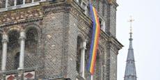Wiener Kirchen mit Regenbogen-Protest gegen Vatikan