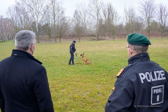 Am Freitag fand die Schlüsselübergabe zur neuen Ausbildungsstätte für Polizeihunde in Strebersdorf statt.
