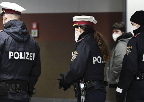 Corona-Kontrollen der Polizei: Im Bezirk Linz-Land kam es zum Gewalt-Exzess.