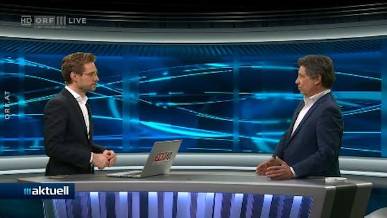 """In der ORF-3-Sendung """"aktuell"""" spricht Hans Bürger (re.) über die politsche Situation, als sein Handy den Talk unterbricht."""
