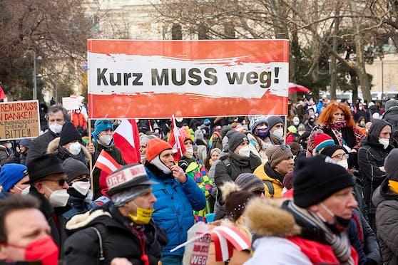 Eine Kundgebung gegen die Coronamaßnehmen der Regierung in Wien am 13. Februar 2021