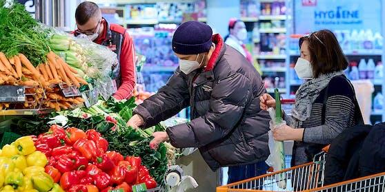 In den Supermärkten gilt FFP2-Maskenpflicht.