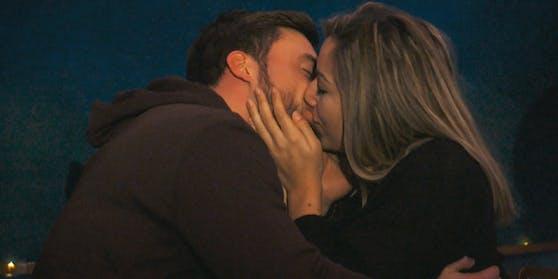 Zuerst küsste der Bachelor Hannah...
