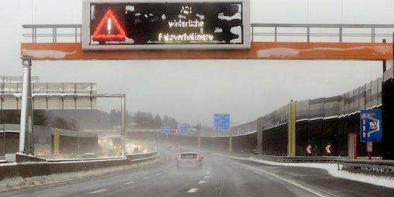 Die Wiener Außenring Autobahn (A21) war Samstagfrüh gesperrt.