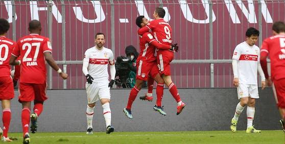 Robert Lewandowski trifft gegen Stuttgart.