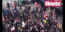 CoV-Demo eskaliert: WEGA mit Pfefferspray