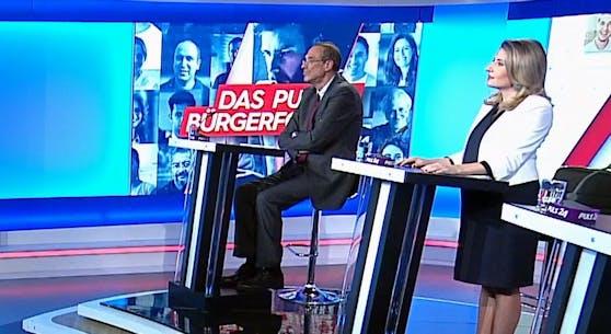 Bildungsminister Heinz Faßmann und Familienministerin Susanne Raab (beide ÖVP) beim Puls 24 Bürgerforum am Montag.