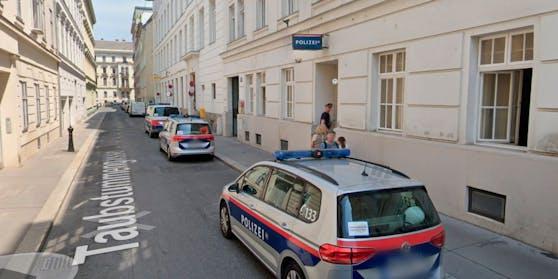 Blick auf die Polizeiinspektion Taubstummengasse in Wien-Wieden