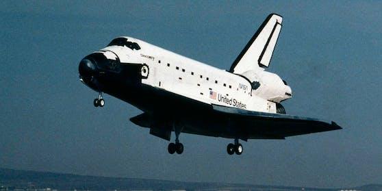 Die Raumfähre Discovery wurde am 12. August 1983 fertiggestellt und startete zu ihrem Jungfernflug am 30. August 1984. Sie wurde nach einem der Schiffe benannt, mit denen James Cook den Pazifik befuhr und 1778 Hawaii entdeckte.