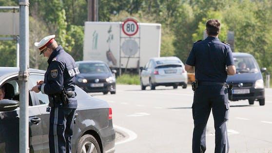 Dem 56-jährigen Lenker aus Italien wurde der Führerschein, Fahrzeugschlüssel sowie die Fahrzeug- und Frachtpapiere vorläufig abgenommen.(Symbolbild)