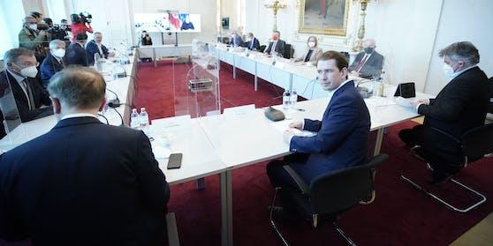 Regierung mit den Landeschefs gestern im Wiener Kanzleramt
