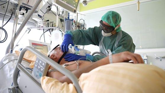 Patient auf der Intensivstation des Universitätsklinikums Tulln. Archivbild, November 2020