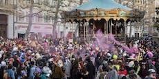 6.500 Menschen pfeifen auf Corona und feiern Karneval