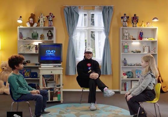 Yung Hurn mit seinen Interview-Partnern.