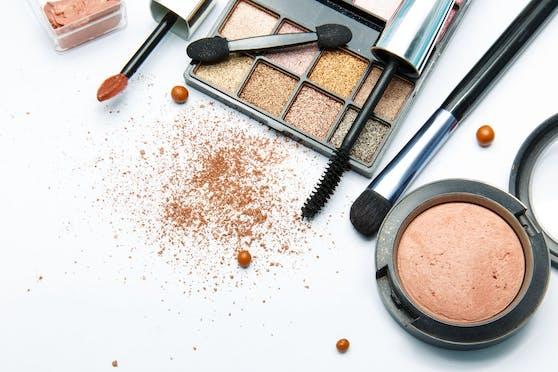 Greenpeace hat in 502 von 664 Produkten elf bekannter Kosmetikmarken Kunststoffe gefunden.