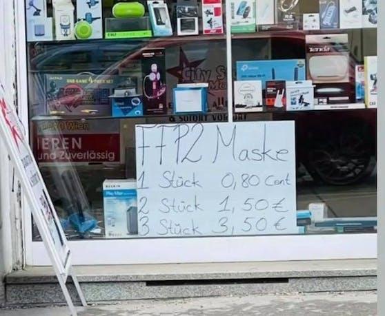 Eine Maske wird für 80 Cent angeboten, während drei Masken 3,50 Euro kosten sollen.