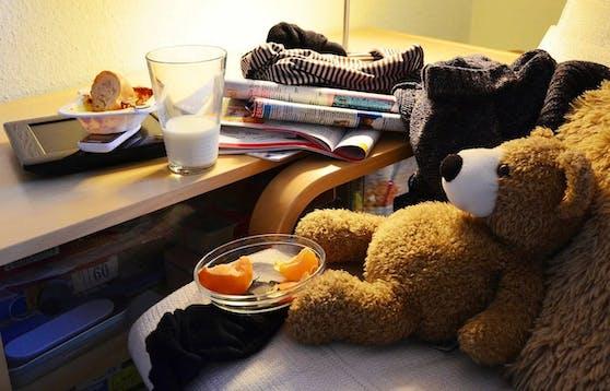 Manchmal ist der Teddybär das letzte Überbleibsel, das in einem Teenager-Zimmer an die Kindertage erinnert.