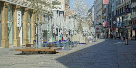 Leere Kärntnerstraße (Archivfoto). Mitte Mai sollen die Geschäfte wieder aufsperren dürfen.
