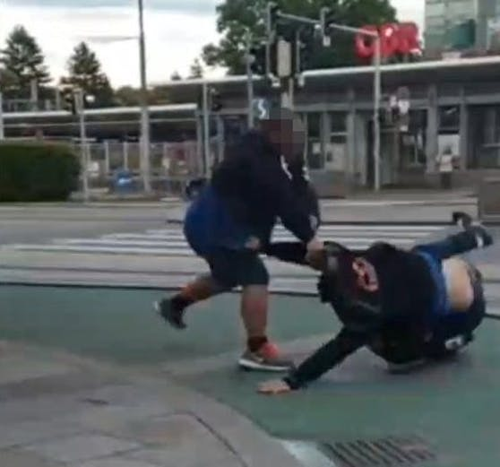 In Wien fingen zwei Männer zu streiten an.