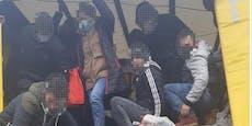 Lkw mit 27 Flüchtlingen an OÖ-Grenze entdeckt