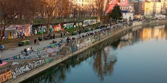 Unzählige Personen waren am Freitag am Donaukanal unterwegs.