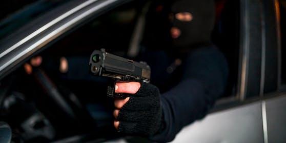 Der Lenker zielte mit einer Waffe auf einen anderen Autofahrer.