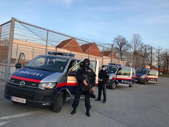 Polizei und Cobra in Horn