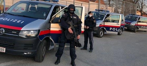 Die Sondereinheit Cobra und die Polizei wurden in Linz-Land alarmiert, weil ein Mann mit Gewehren hantierte. (Symbolfoto)