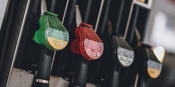 Rund zehn Cent pro Liter mehr: Tanken im Jahr 2021 ist teurer geworden.