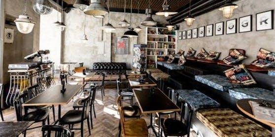 """Seit November hat das """"Café Mitte"""" am Grazer Freiheitsplatz geschlossen, bietet Lieferdienste und Take-Away."""