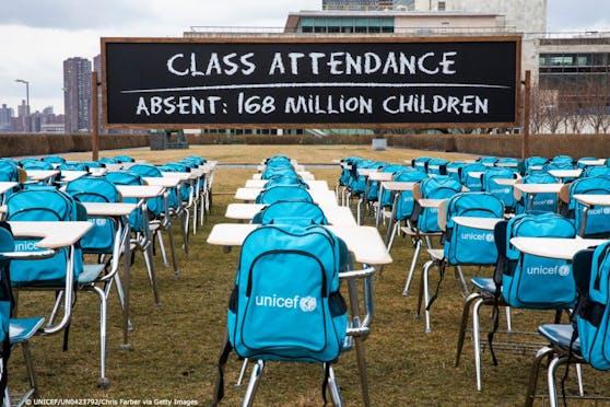 """Die UNICEF enthüllte in New York ein """"pandemisches Klassenzimmer"""""""