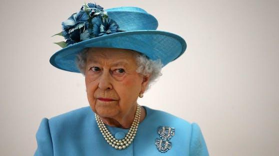 """Queen Elizabeth II. ignoriert das TV-Interview mit Herzogin Meghan und Prinz Harry. Sie will sich lieber """"wichtigen Fragen"""" widmen, so der Palast."""