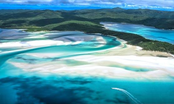 Kristallklares, türkisblaues Wasser und ein funkelnd weißer Sand machen diesen Strand zum schönsten der Welt.