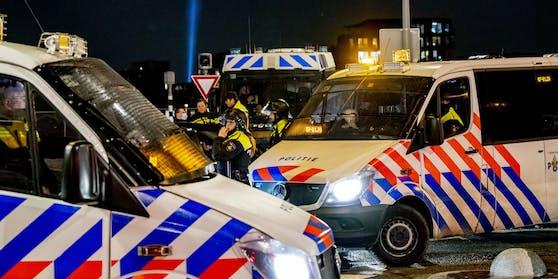 In den vergangenen Wochen kam es in den Niederlanden immer wieder zu heftigen Auseinandersetzungen zwischen der Polizei und Anti-Corona-Demonstranten.