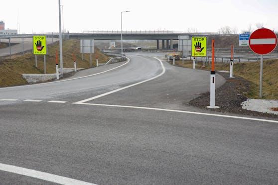 Auf der A8 bei Wels stoppte ein LKW-Fahrer eine Geisterfahrerin.