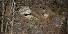 Dieser tonnenschwere Felsbrocken wird gesprengt