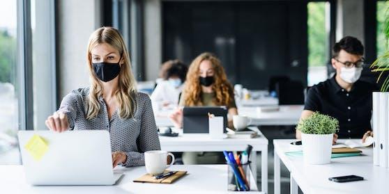 Die Gewerkschaft übt heftige Kritik an der FFP2-Maskenpflicht am Arbeitsplatz.