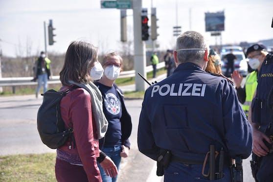 Ex-Wien-Vize Birgit Hebein vor Ort