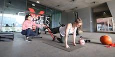 Fitnesstrainerin Saye bietet Stunden im Lockdown an