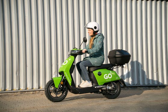 """Heute""-Redakteurin Isabella Kubicek testete das neue E-Moped."