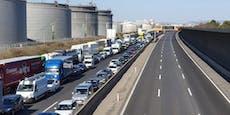 Asyl-Demo mitten auf der A4 – Ostautobahn gesperrt