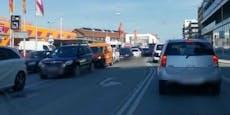 Lockdown-Stau vor Wiener Baumarkt – Parkplatz voll
