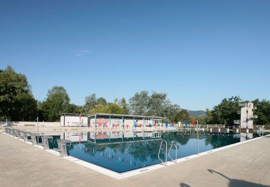 Das Sportbecken im Linzer Parkbad soll, wenn es nach den Plänen der ÖVP geht, im Winter überdacht werden.