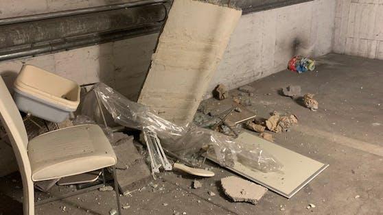 In einer Wohnhausanlage in Wiener Neustadt stürzte die Decke in der Tiefgarage beim Erdbeben ein.