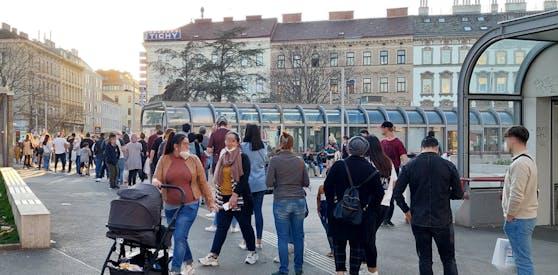 Der Ansturm auf diesen beliebten Wiener Eissalon war am Mittwoch enorm