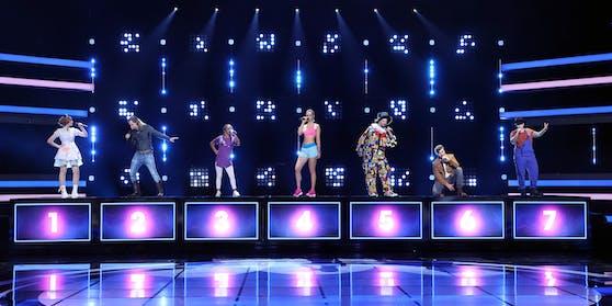 """Sieben angebliche Talente stellen sich bei """"I Can See Your Voice"""" dem Promi-Rate-Team. Darunter auch """"Fitness-Model"""" Sinikka Monte (Mitte)."""
