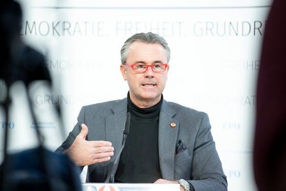 FPÖ-Chef Norbert Hofer spricht sich dafür aus, pensionierte Ärzte und Pfleger zu aktivieren.